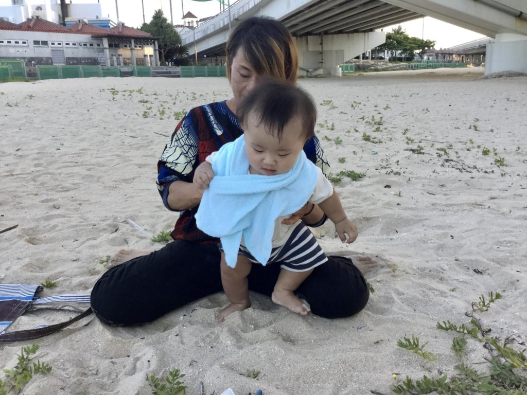 赤ちゃんの四股
